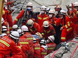 坍塌68小时男子获救 再创生命奇迹
