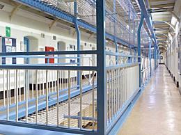 英监狱百人出现症状 正进行隔离尚未有人确诊