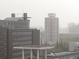 北京遭遇今年最强大风 沙尘天气能见度低