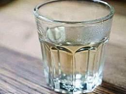 女子饮水2500ml后抽搐昏迷 喝水为什么会中毒