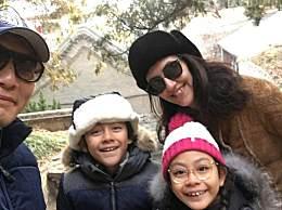 刘烨妻子从法国回北京 一家三口乖乖配合检疫乖巧满分