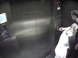 曝德普前妻婚内出轨马斯克 两人被拍到在电梯内搂抱十分亲热