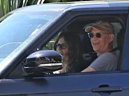 汤姆汉克斯夫妇返回美国