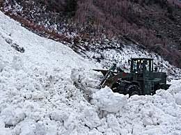 川藏线突发雪崩武警紧急救援