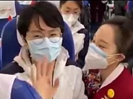张静静在返程飞机上的一幕 非常想念护士长和同事