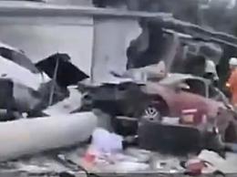 牵引车撞民房致9死8人受伤