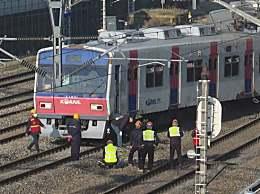 首尔地铁脱轨所幸无人受伤 100多名乘客步行离开轨道
