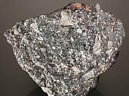 月球陨石将拍卖 因小行星或彗星碰撞掉落下来