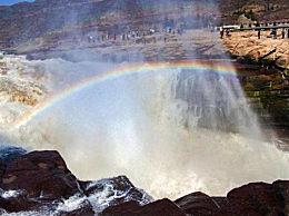 壶口瀑布出现彩虹景色壮观