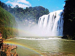 黄果树瀑布变身长虹飞瀑