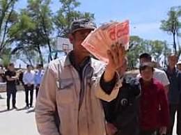 陕西一村庄每人发1000元疫情补助