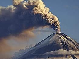 俄罗斯卡雷姆火山发生爆发