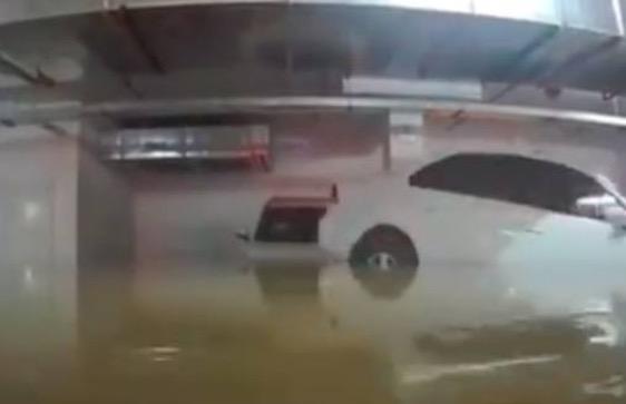 洪水完美倒车入库