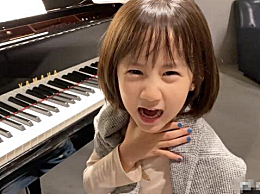 黄磊6岁女儿模仿白骨精
