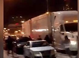 美抗议者遭卡车拖拽碾压身亡