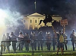 白宫50余特工被打伤