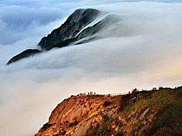 张家界现流云飞瀑 群山云雾随风流淌壮美如画