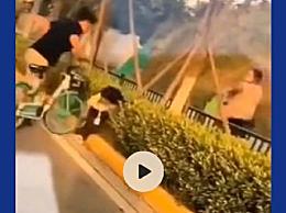 女子用自行车撞击掌掴女童