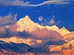 梅里雪山日月同辉奇观