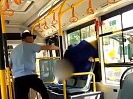 人乘车拒扫健康码从窗口翻进