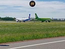 两架客机滑行时相撞