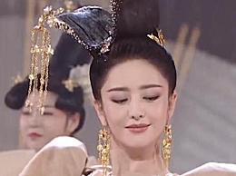 佟丽娅唐装造型十分惊艳 每一个眼神都超级自信