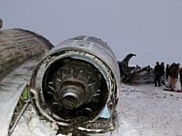 乌克兰一轻型飞机坠毁致2人死亡