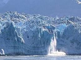 阿拉斯加冰川倒塌