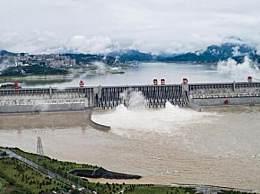 三峡今年首次泄洪