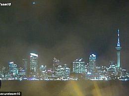 澳洲夜空惊现神秘UFO 外星人路过地球?