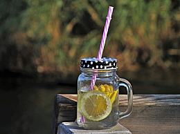 夏季喝柠檬水会变白吗