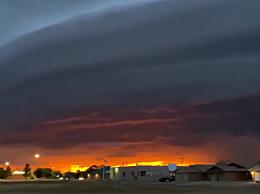 美国上空现巨型圆盘状陆架云