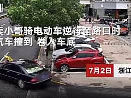 外卖小哥被撞卷车底路人抬车施救