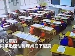 地震瞬间昆明中学生1秒抱头避震