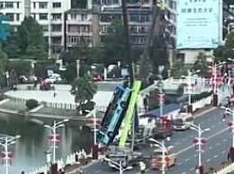 坠湖公交5学生遇难司机身亡