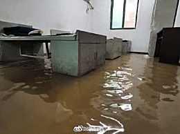 消防员抗洪归队发现大本营被淹