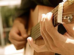 民谣吉他和传统的古典吉怎么分辨?有什么区别