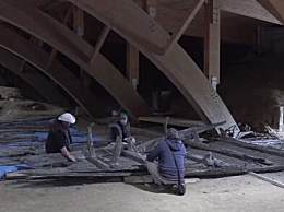考古学家挖出罗马时期船只残骸距 今有上千年历史