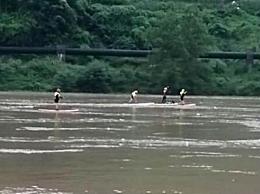 四川7人迎洪水冒险漂流2人失联