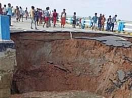 印度8年建成大桥1个月被冲垮