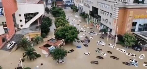 突降特大暴雨水位持续上涨 湖北恩施拉响防空警报