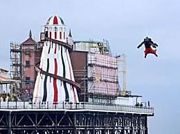 世界上飞最快的人 男子穿飞行服打破世界纪录