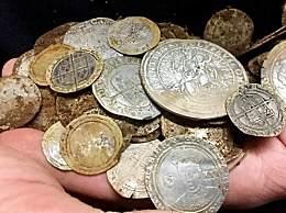 男子田野中挖到84枚古金币 价值近百万