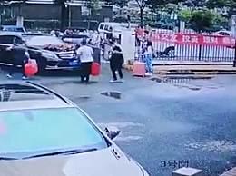 奔驰婚车失控姐弟俩被撞身亡