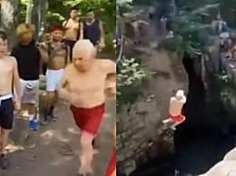73岁白发老人玩悬崖跳水