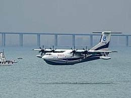 """""""鲲龙""""AG600海上首飞成功"""