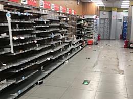 北京两店铺半夜遭壮汉搬空 商品全被装袋扔门口