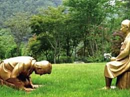 韩国植物园立安倍下跪谢罪雕像