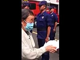 85岁奶奶缝300双鞋垫送消防员