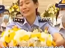 烈士妻子泪送丈夫